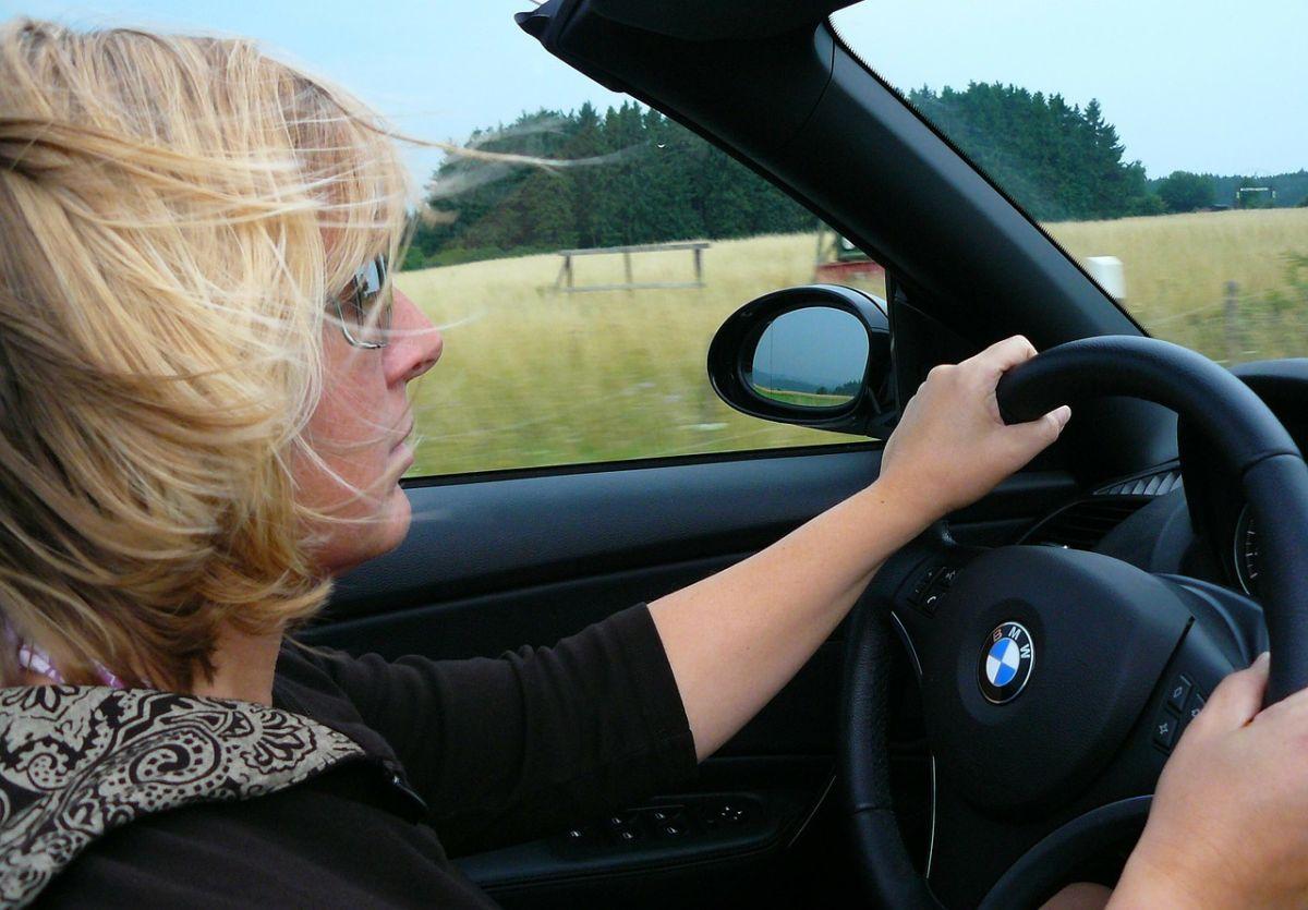 Por qué las mujeres corren mayor riesgo que los hombres durante un accidente automovilístico