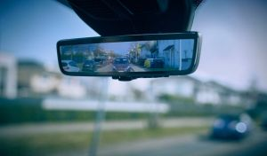 Cómo es el espejo retrovisor inteligente que Ford está desarrollando para mejorar la visibilidad