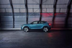 Volvo redobla esfuerzos: Espera fabricar sólo autos eléctricos hacia 2030 y venderlos por Internet