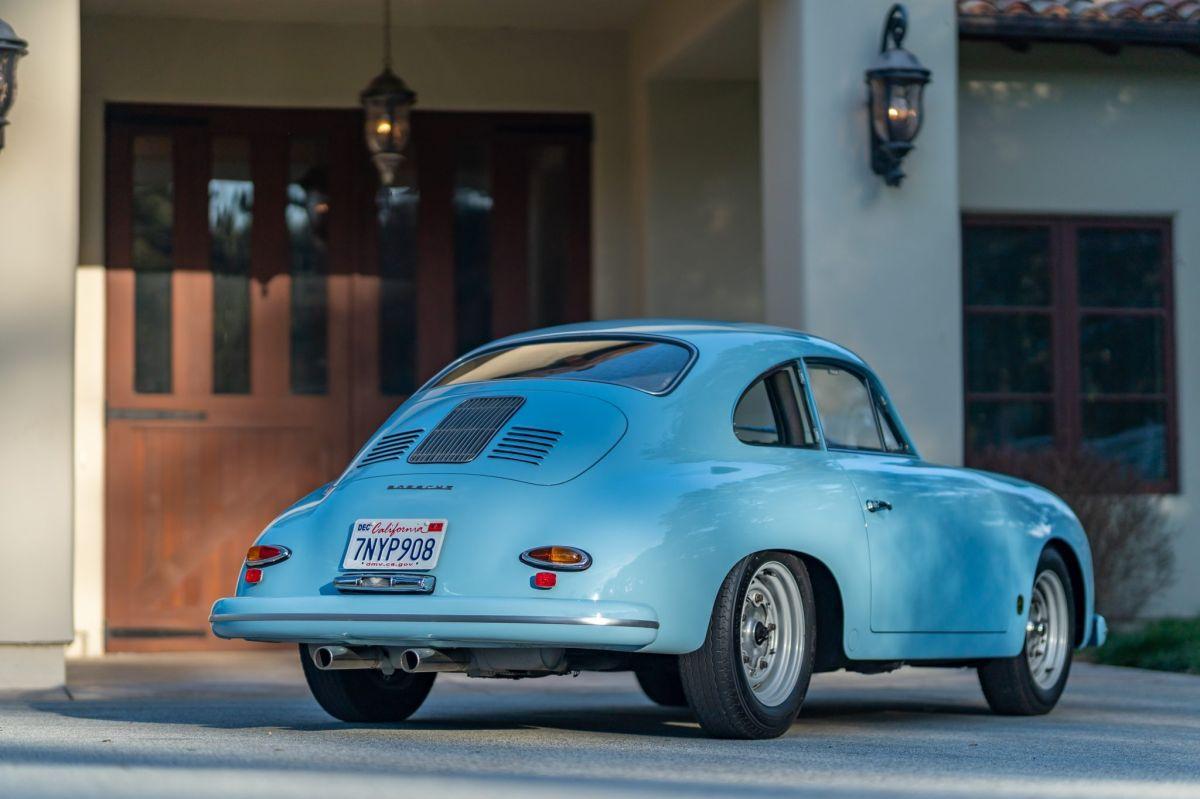 Foto trasera del Porsche 1959 coupé modificado