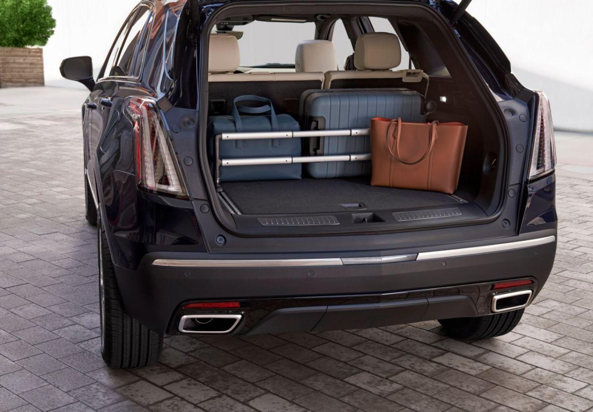 El espacio trasero es comparable al de un SUV pequeño. / Foto: Cadillac