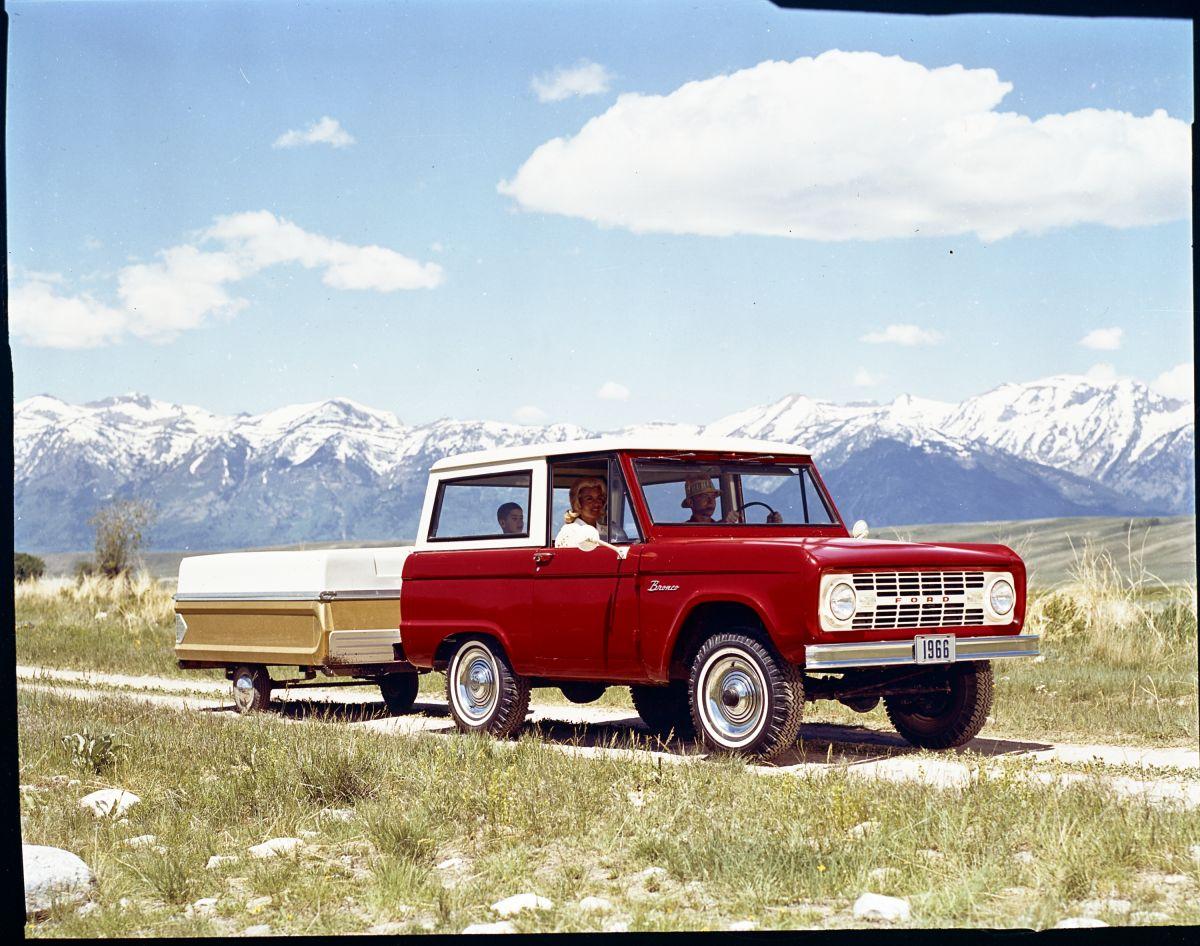 La Ford Bronco 1977 de Kevin Hart's será vendida en una subasta: se espera que por más de $57,000