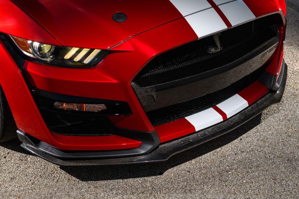 Ford debuto un Mustang Shelby GT500 con muchas piezas en fibra de carbono