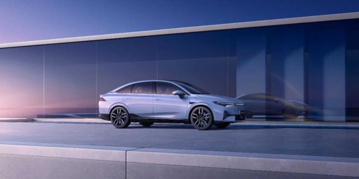 China presume el Xpeng P5, la competencia del Tesla Model 3