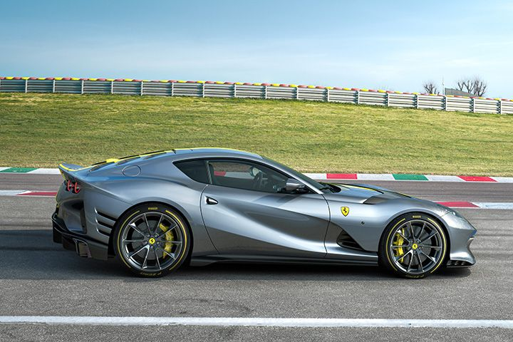 Foto lateral del nuevo Ferrari 812 Superfast Edición Especial