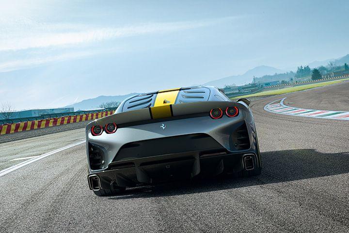 Foto trasera del nuevo Ferrari 812 Superfast Edición Especial