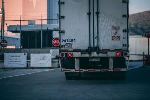 ¿Cuáles son los requisitos federales que debes cumplir para poder tener una licencia de conducir comercial en Estados Unidos?