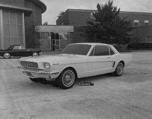 Cómo fueron los orígenes del Mustang, el pony car más vendido del mundo