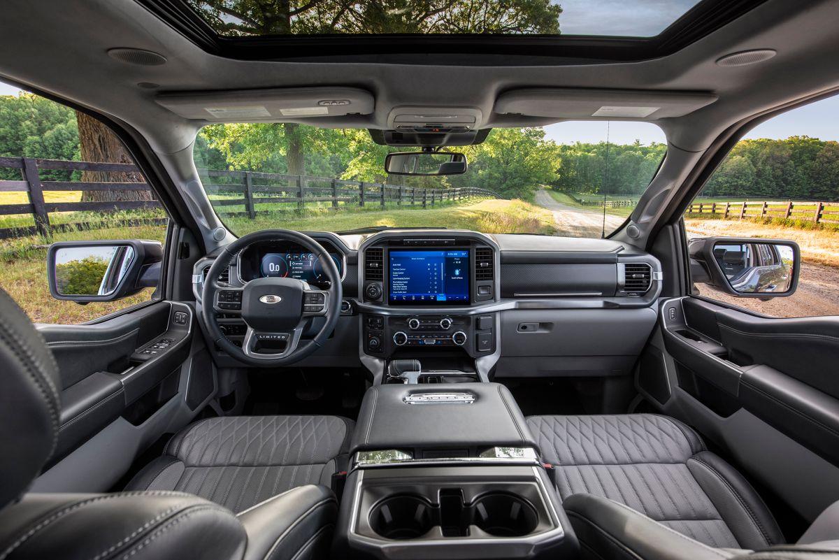 Foto de la cabina interna de la Ford F-150 2021