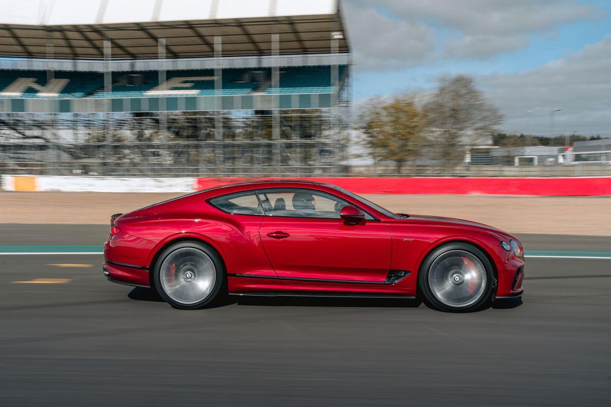 Vista lateral del nuevo Continental GT Speed de Bentley