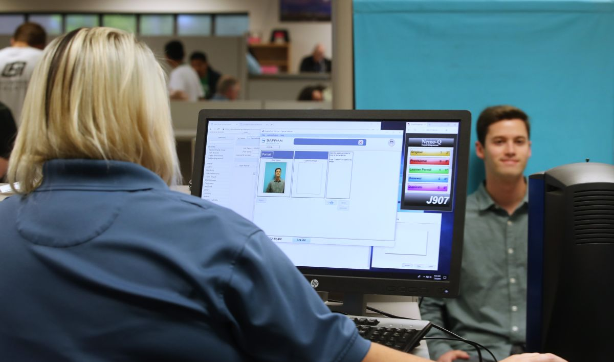 Consejos para tramitar tu permiso de conducir de aprendiz en el DMV