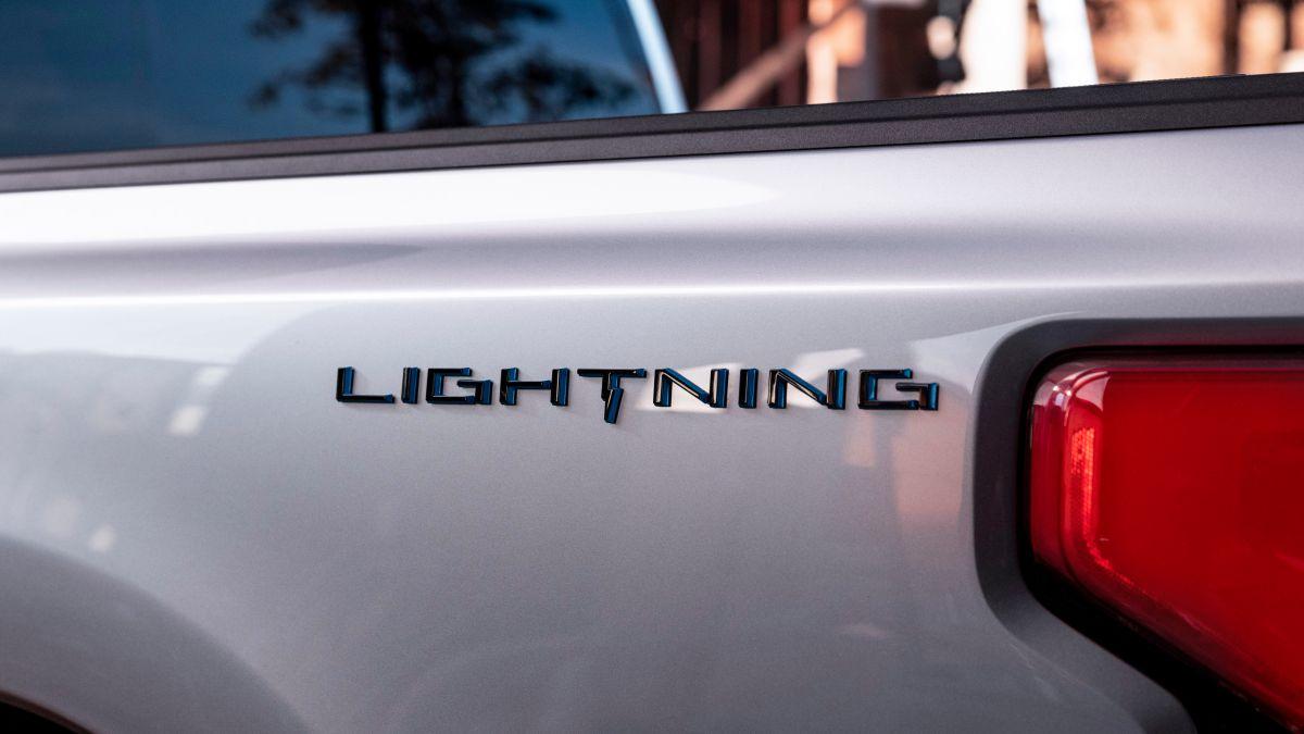 Ford nombra oficialmente F-150 Lightning a la versión eléctrica de su pickup más vendida y la revelará el próximo 19 de mayo