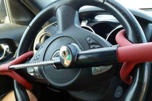 La policía de Milwaukee en Wisconsin regala seguros de volante a conductores de Kia y Hyundai para evitar robos