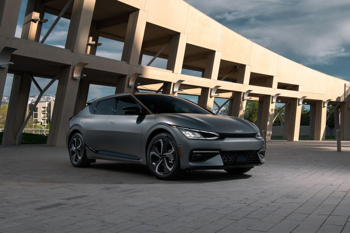 Kia anuncia el lanzamiento de su crossover EV6, el primer vehículo completamente eléctrico de la marca