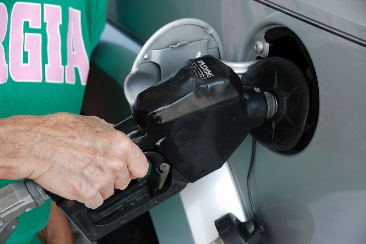 Cómo sabe una bomba de gasolina cuándo detenerse si el tanque de tu auto está lleno
