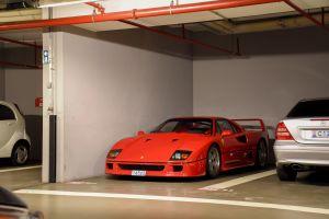 Otra vez se incendia una Ferrari F40 hasta las cenizas y queda en destrucción total, ahora en Japón