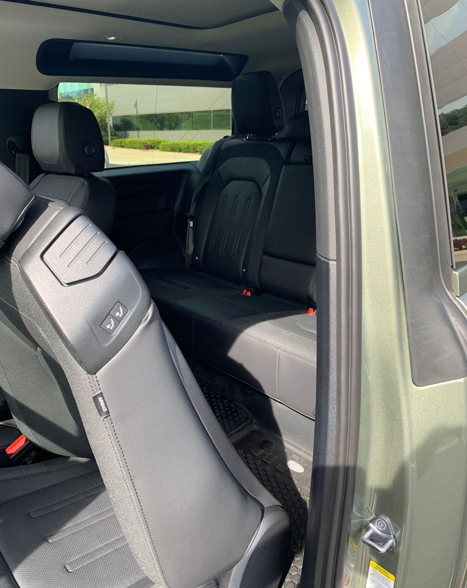 El Defender 90 tiene sólo 3 puertas, pero se ha mejorado el acceso a la fila trasera de asientos.