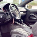 Cuáles son los objetos riesgosos que nunca debes dejar en tu automóvil
