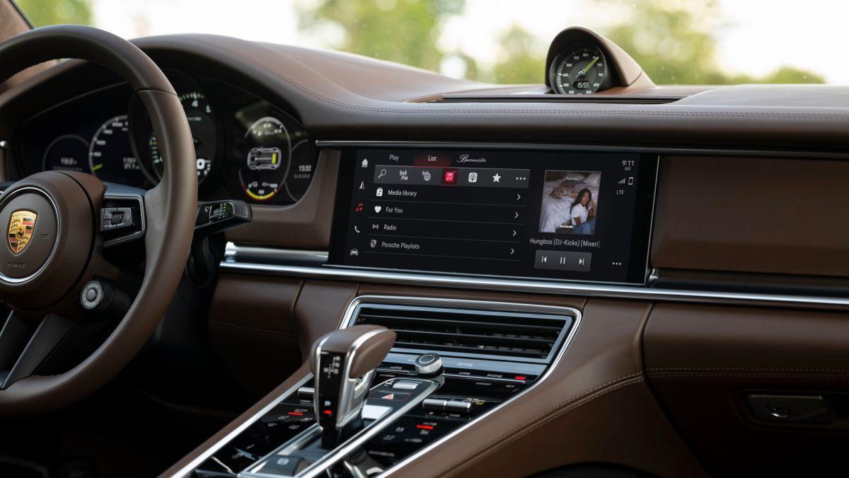 Porsche lanza un nuevo sistema de infoentretenimiento que puede reproducir música de acuerdo a tu forma de conducir
