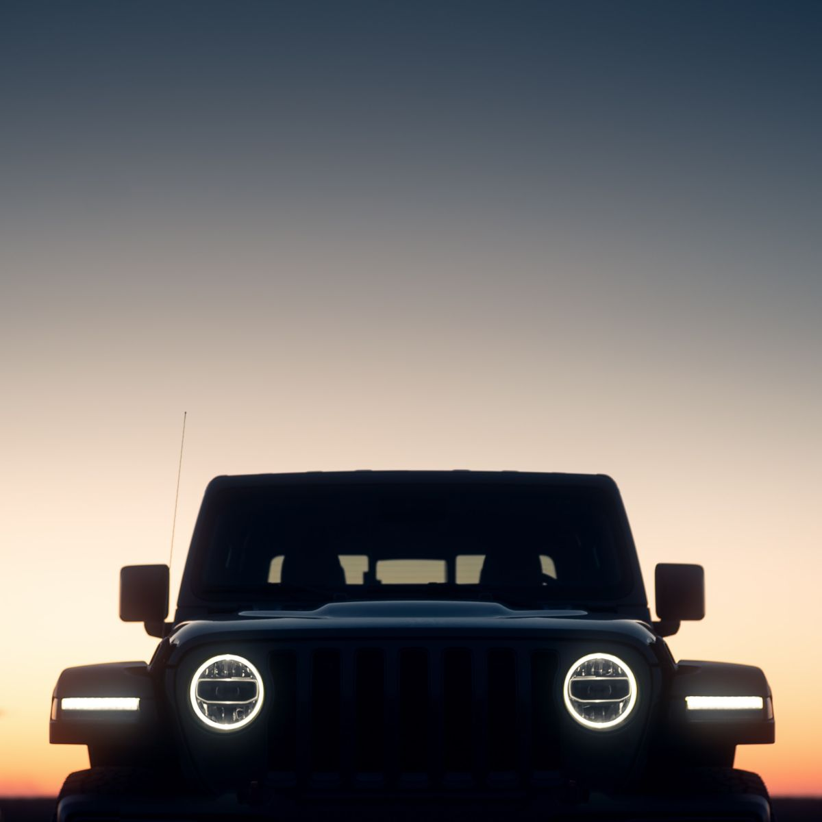 Cambiar de faros halógenos a LED en tu auto: no es una buena idea