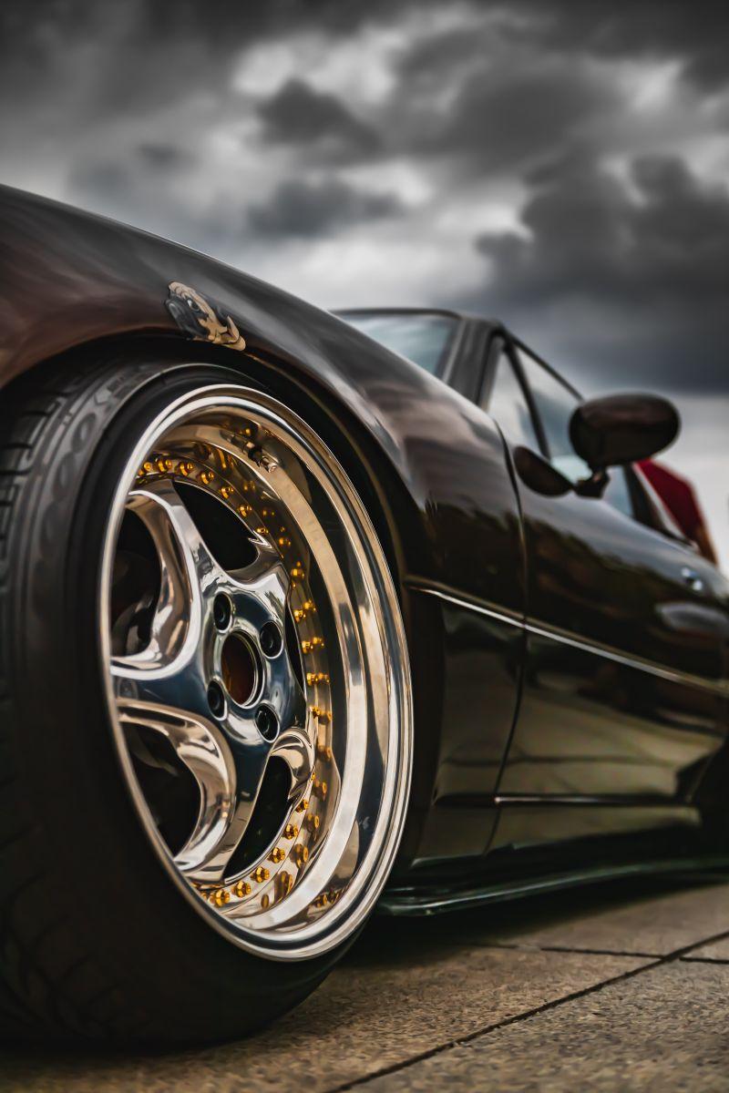 La mejor forma de limpiar los rines de aluminio de tu auto y dejarlos relucientes