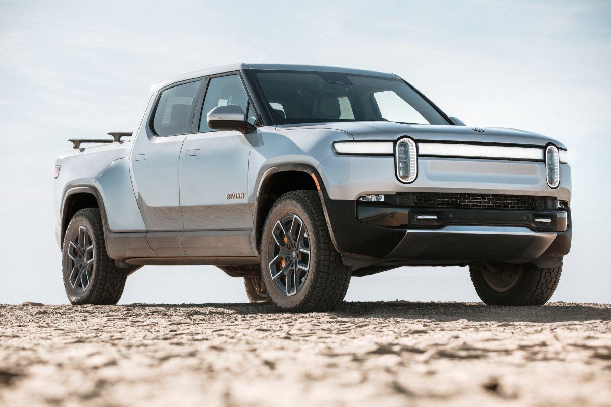 La R1T es una camioneta eléctrica que representa el debut de Rivian en la industria automotriz.