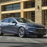 Ford, GM y Stellantis ordenan el uso de cubrebocas en sus instalaciones por variante Delta de COVID