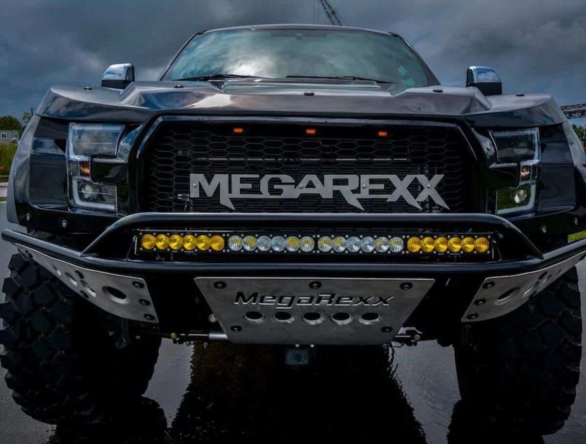 El MegaRexx MegaRaptor puede ser contruido partiendo de los modelos F-250, F-350 o F-450 Duper Duty de Ford.