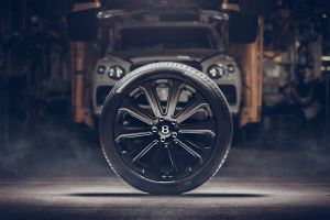 Bentley dota de ruedas de fibra de carbono al Bentayga, las más grandes del mundo