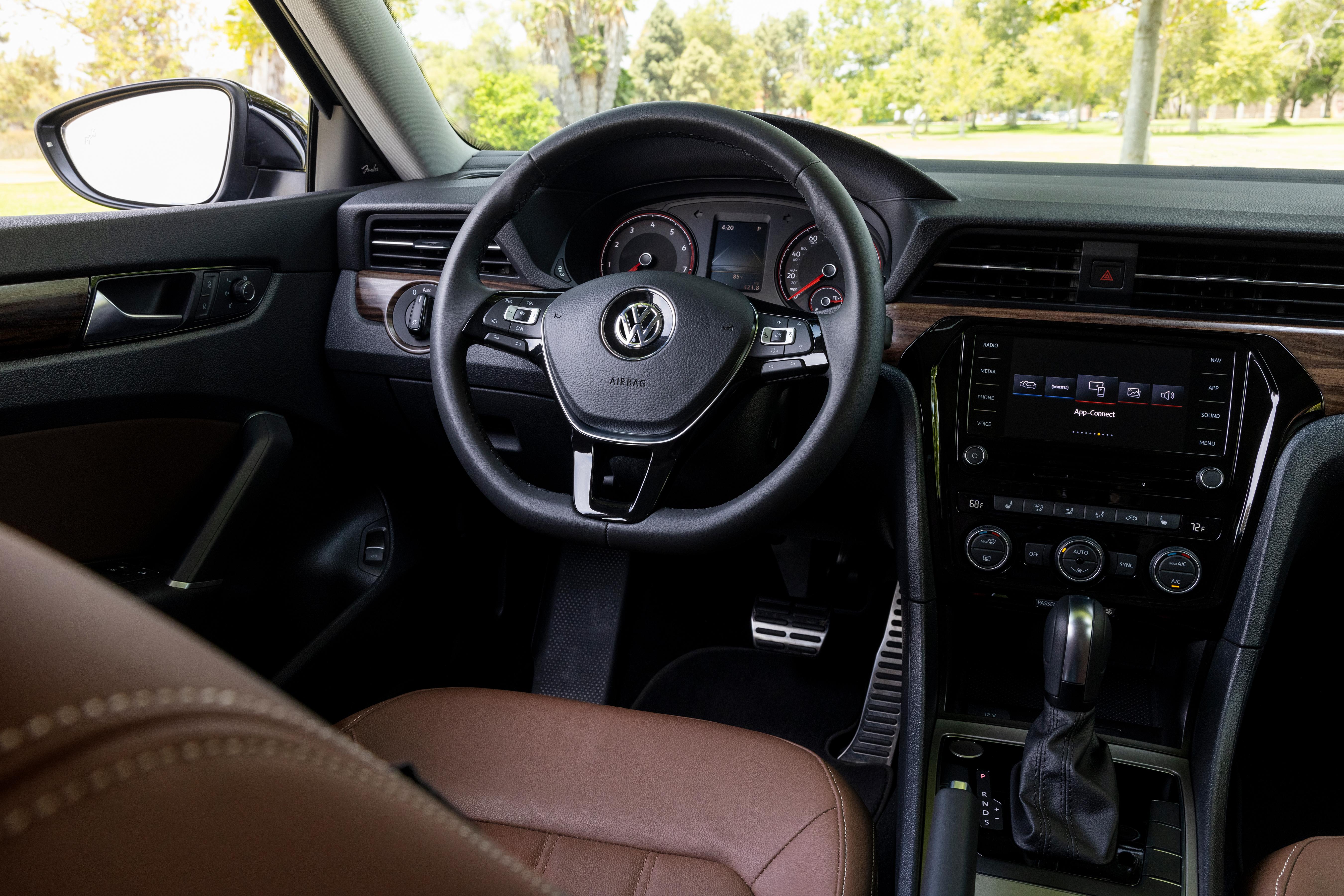 VW Passat 2022 Racing Green Metallic