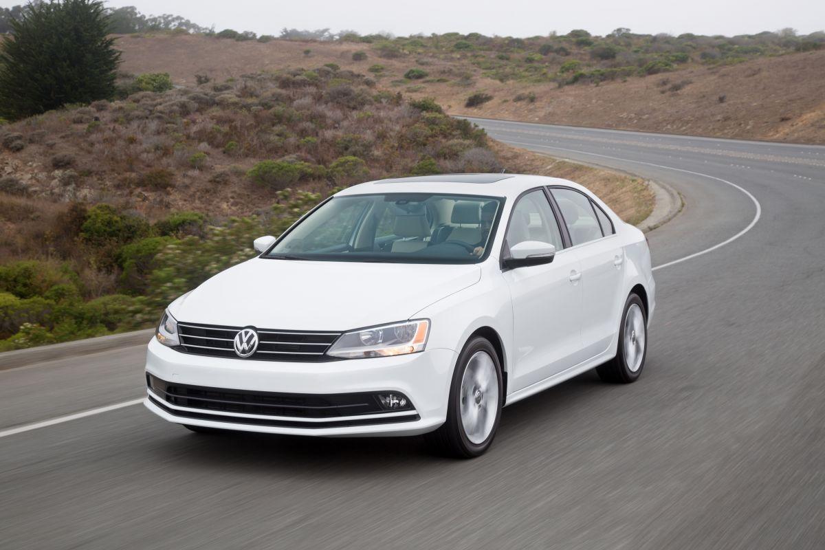 El Volkswagen Jetta 2017 puede ser maniobrado en 6 velocidades automáticas.