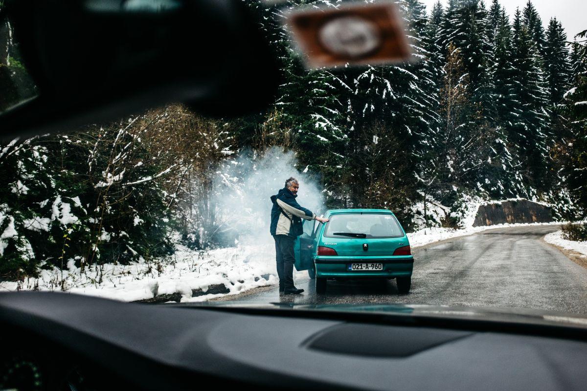 Revisa el sistema de escape si tu auto enciende y se apaga después de unos minutos.