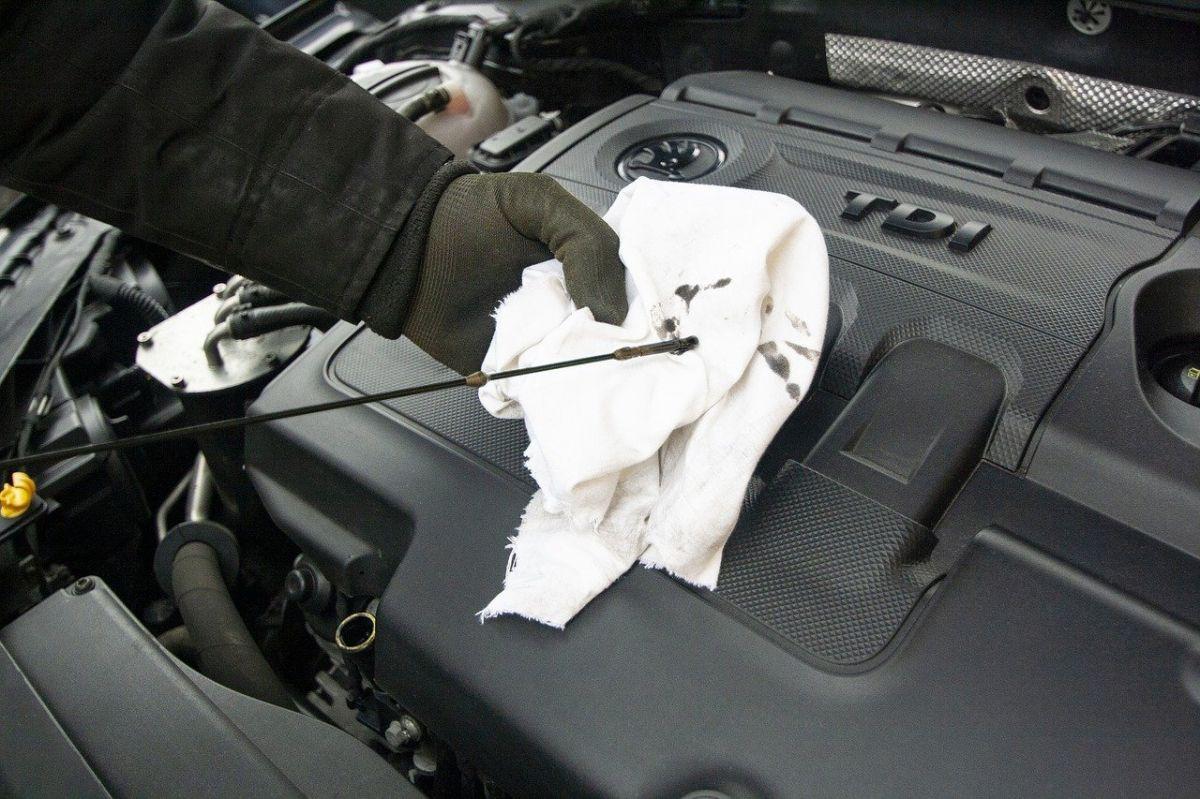 Cambio de aceite en el auto: las señales de que es necesario uno