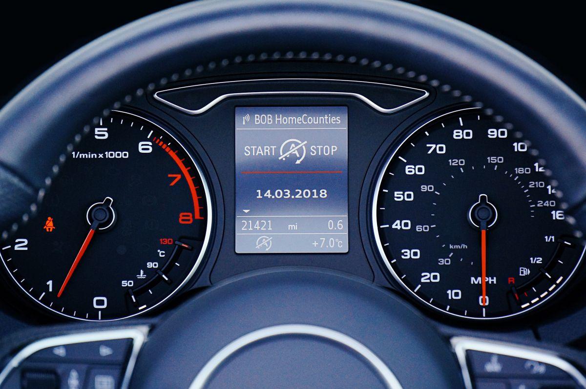 Saber qué tipo de aceite es compatible con tu auto podría ahorrarte mucho dinero en el mecánico.
