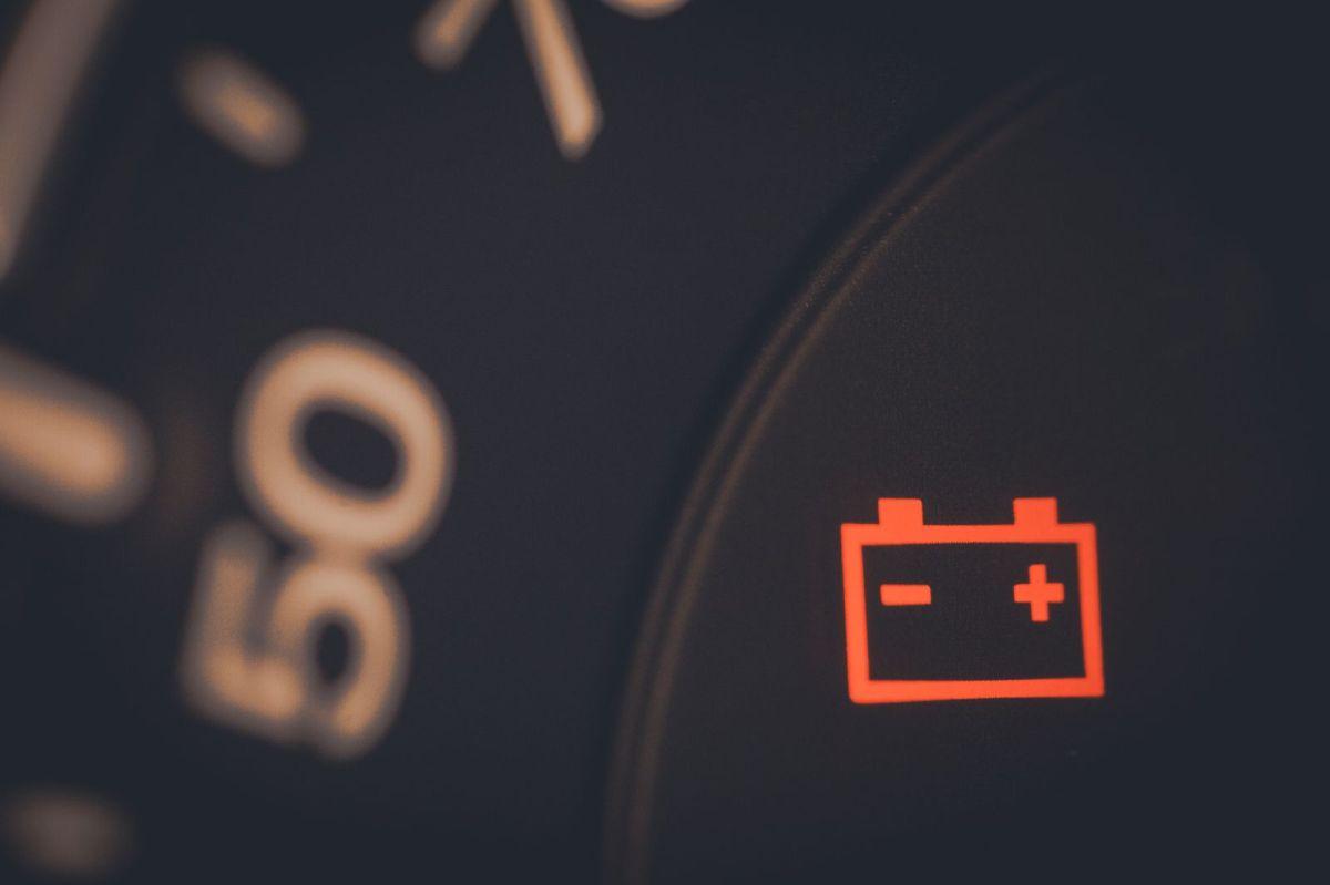 Desconectar la batería puede tener consecuencias que afecten el modo de conducir el auto.