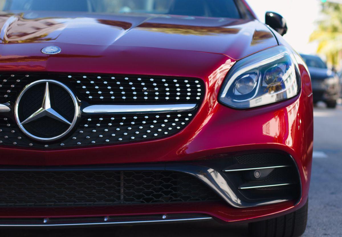 El revestimiento cerámico crea una capa protectora para la pintura del auto.