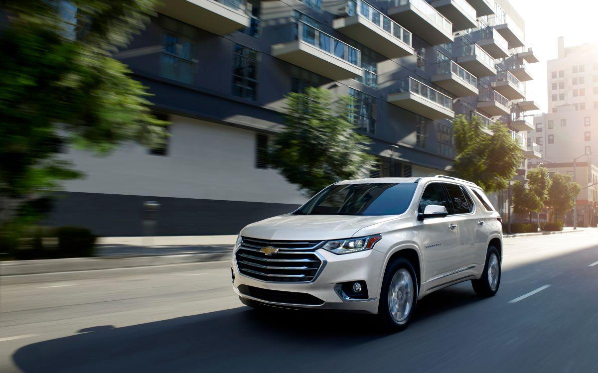 La Chevrolet Traverse 2021 es una camioneta ideal para familias por su espacio en cabina.