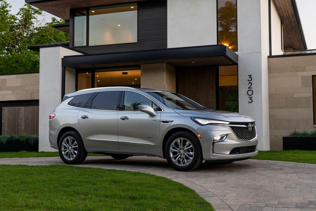 El Buick Enclave 2021 puede ser maniobrado en 9 velocidades automáticas.