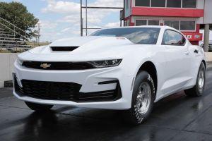 Chevrolet presenta el nuevo COPO Camaro, el auto con el motor V8 más grande que no es legal en Estados Unidos