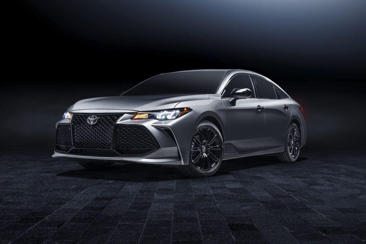 La tracción del Toyota Avalon 2021 está distribuida entre sus ruedas frontales.