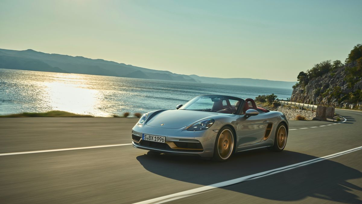 El Porsche Boxster 2021 opera a base de gasolina.