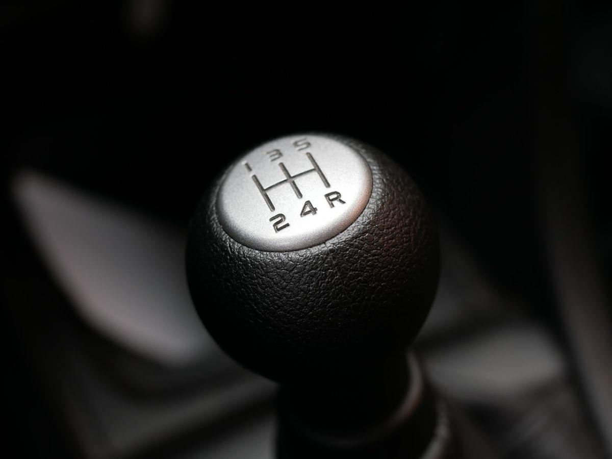 La transmisión manual está siendo desplazada por los vehículos con transmisión automática.