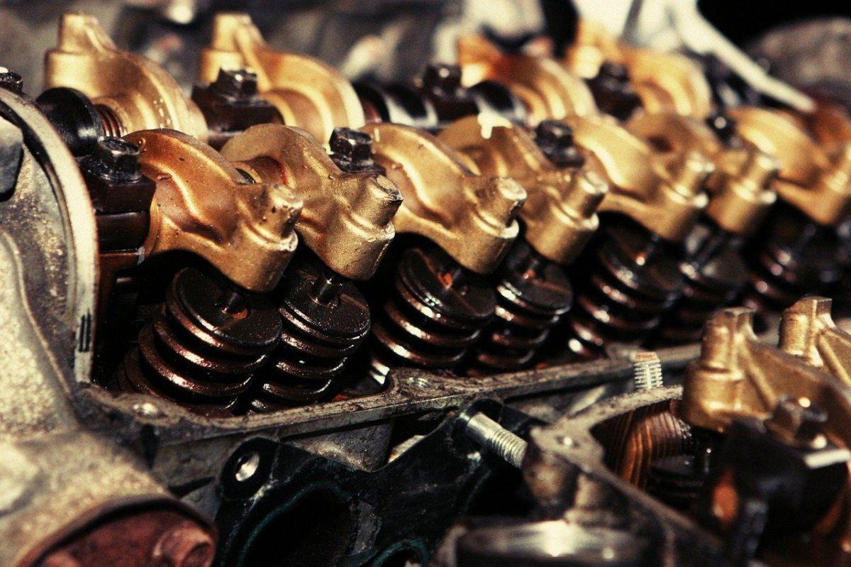 La bomba de aceite hace que el aceite tenga la presión necesaria para lubricar correctamente.