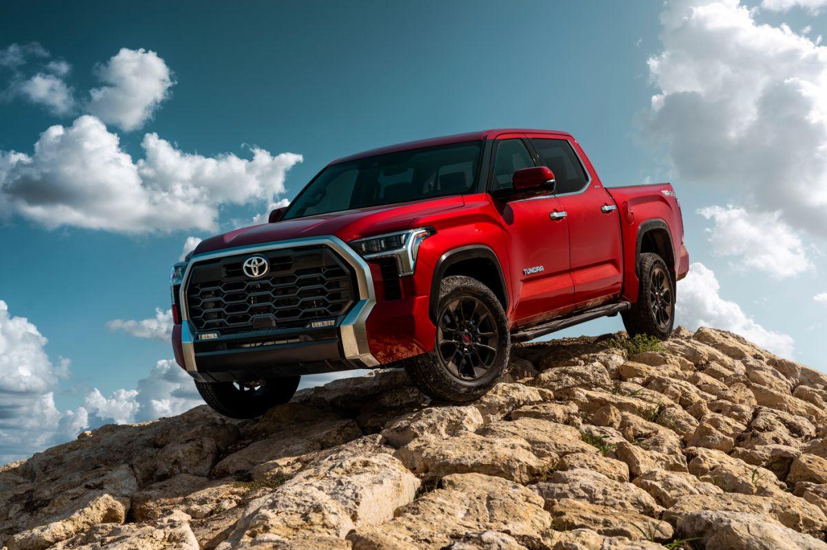 La nueva Toyota Tundra 2022 ahora cuenta con un motor híbrido V6 que le da más potencia que la versión anterior.
