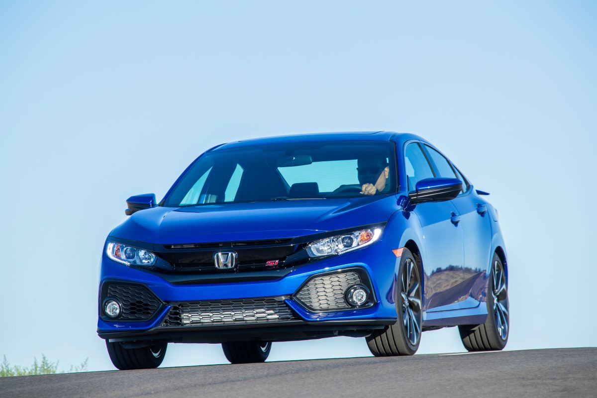 La cabina del Honda Civic tiene espacio hasta para 5 pasajeros.