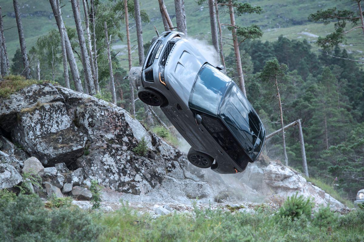 Range Rover SVR Bond