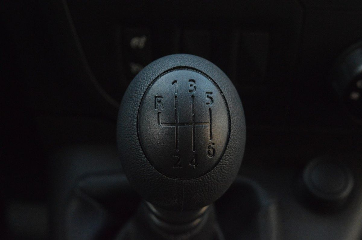 Conducir en neutral puede salir más costoso de lo que esperabas