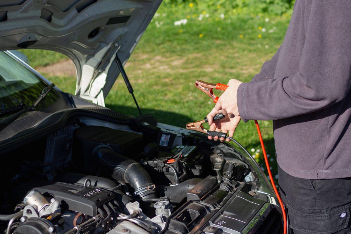 Batería de auto muerta / Foto: Unsplash