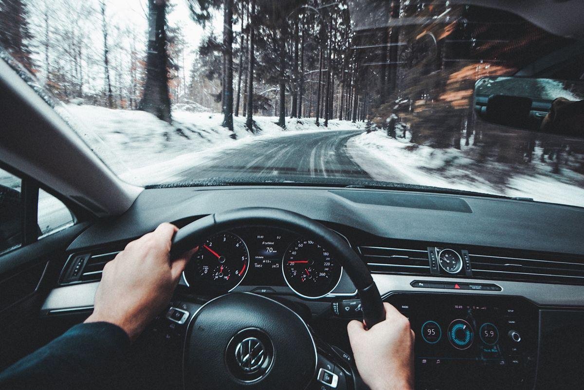 El torque steer se puede sentir más en autos con tracción trasera.