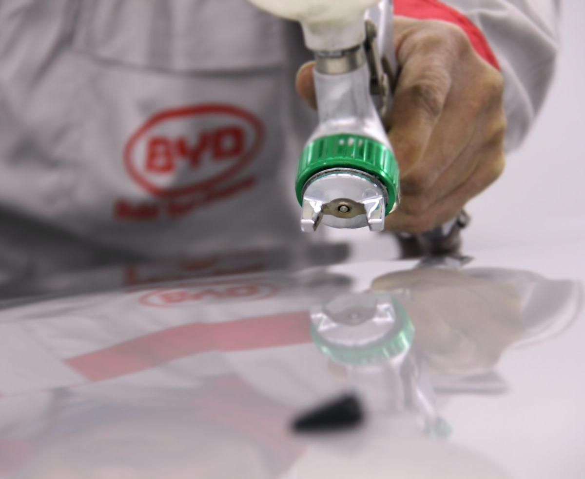 El transparente en los autos, es un acabado final de buen brillo y fácil de pulir.